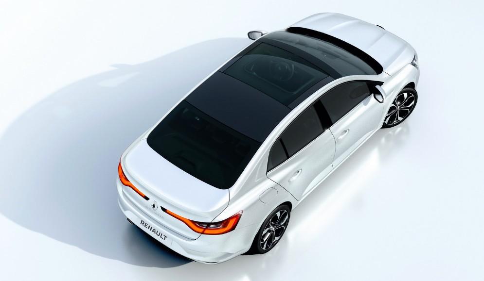 Il tetto di vetro collega senza soluzione di continuità il parabrezza al lunotto posteriore. Il risultato è una sorta di look bicolore