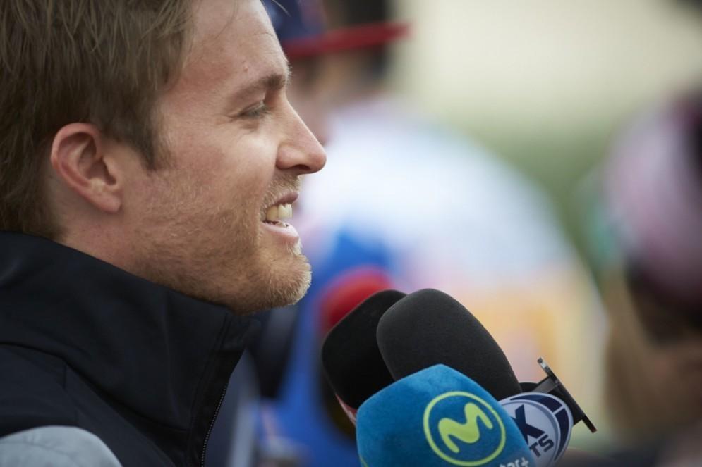 Nico Rosberg parla con i giornalisti