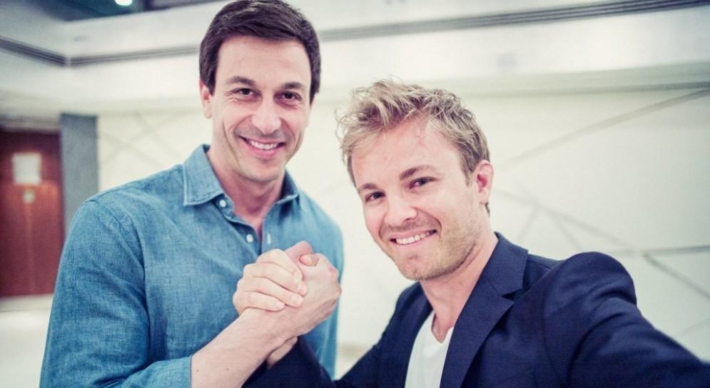 Nico Rosberg con il team principal Toto Wolff
