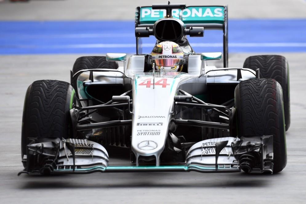 Lewis Hamilton rientra ai box all'Hungaroring
