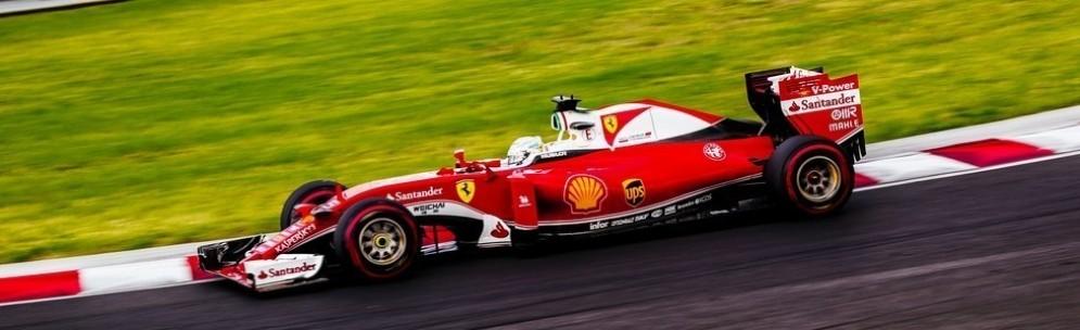 Sebastian Vettel in azione nelle prove libere all'Hungaroring