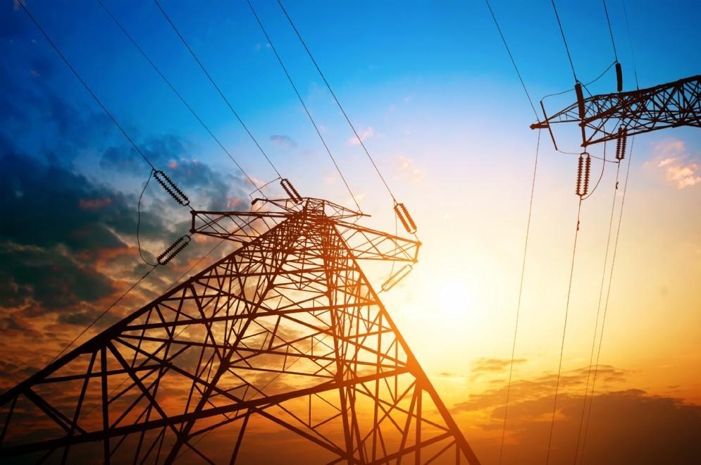 Tralicci dell'alta tensione elettrica