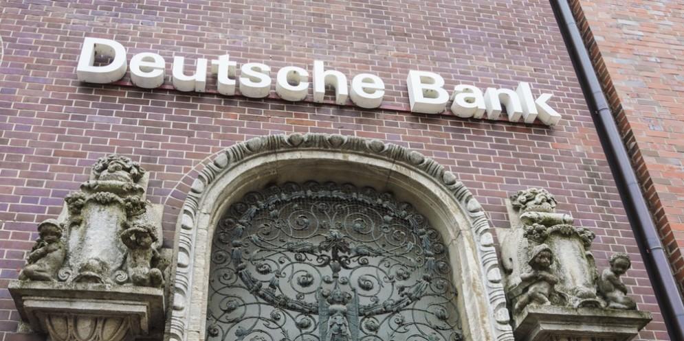 L'utile netto di Deutsche Bank crolla del 98%.