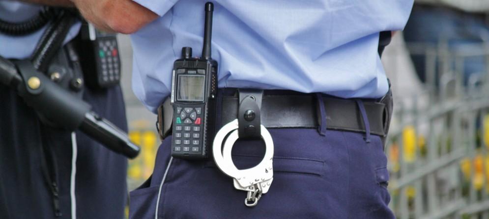 Tenta il furto di un pc portatile nel centro commerciale di Fiume Veneto: arrestato dagli agenti di Polizia