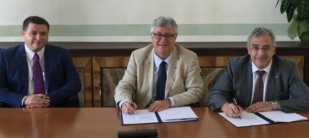 Savino Bastari, Alberto Felice De Toni, Giuseppe Graffi Brunoro firmano accordo tra UniUd e Bcc Fvg