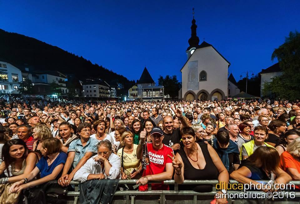 Il pubblico arrivato a Tarvisio per la regina del rock