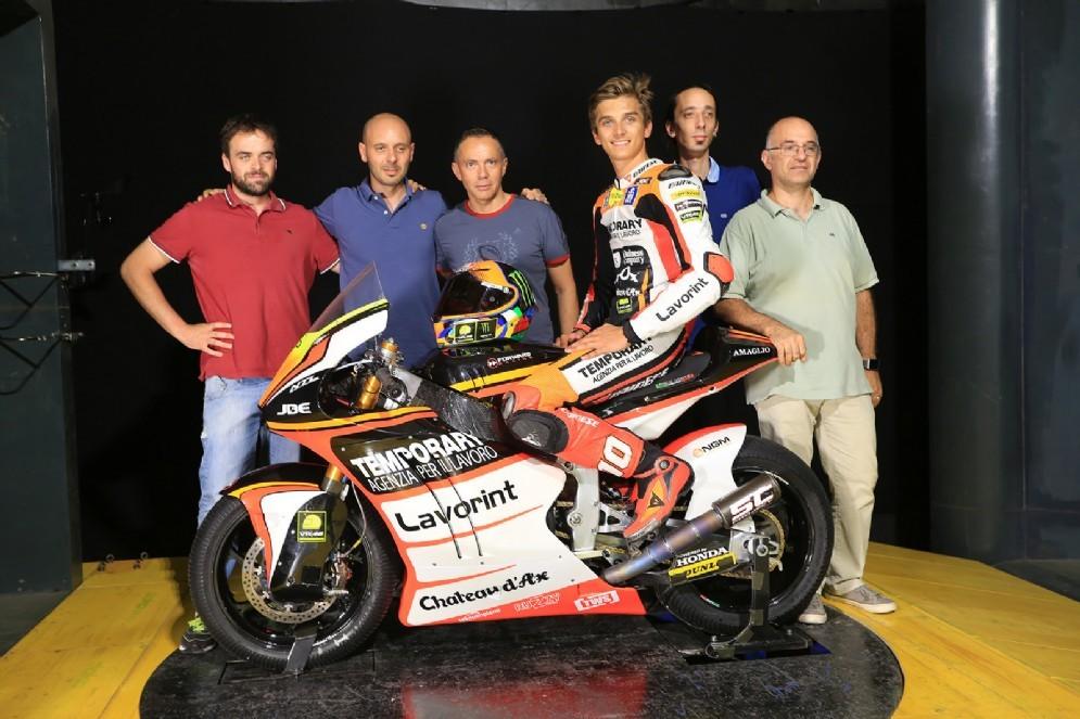 Il fratello di Valentino Rossi sulla moto del team Forward