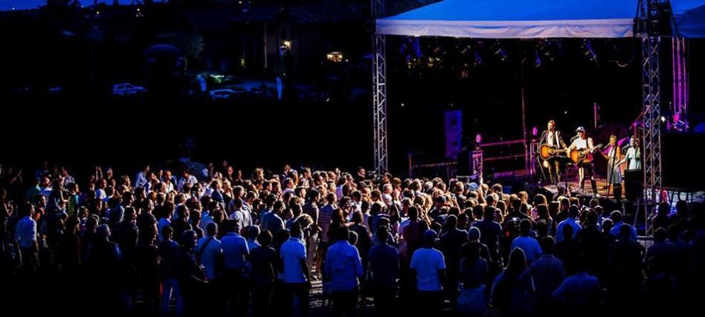 Bastianich sul palco di una delle passate edizioni del Music Festival