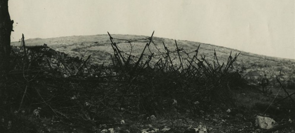 Immagine del Monte San Michele durante la Sesta Battaglia dell'Isonzo