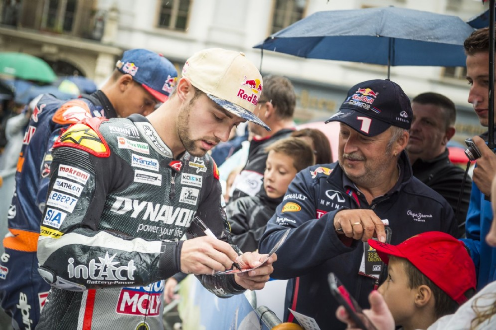 Jonas Folger incontra i fan