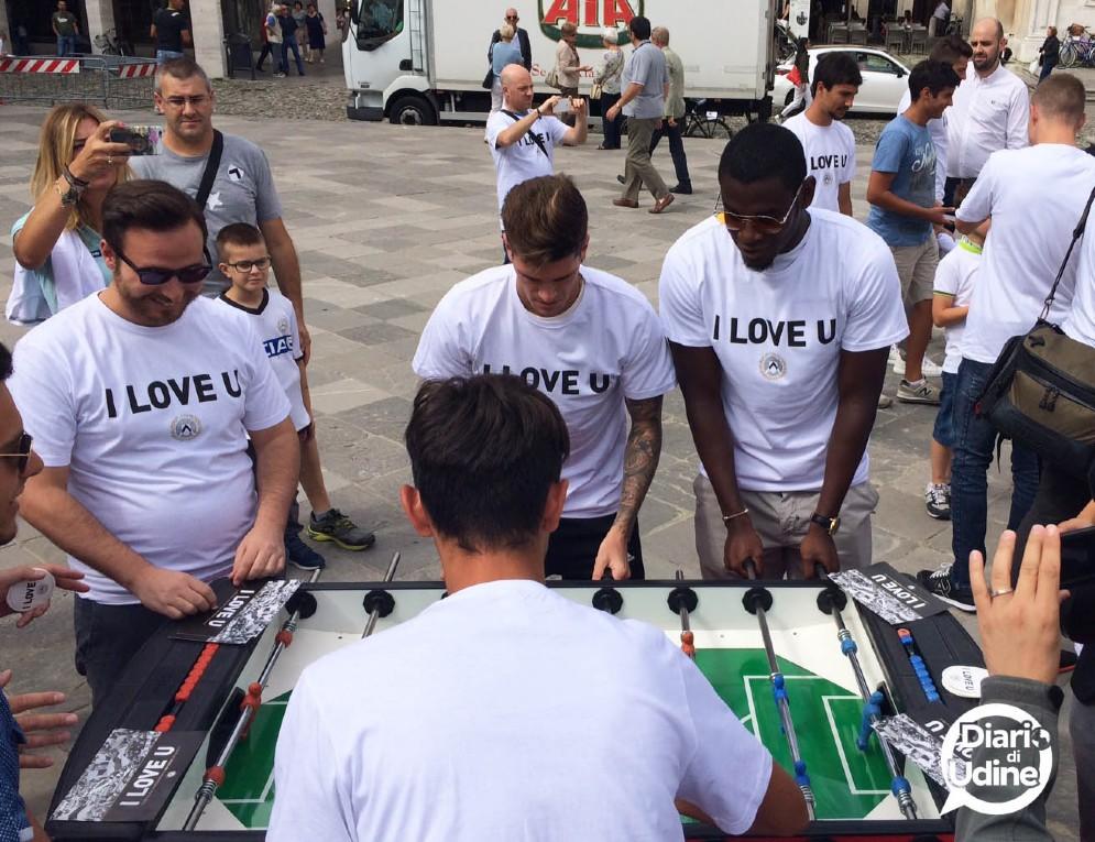 I giocatori dell'Udinese in piazza San Giacomo