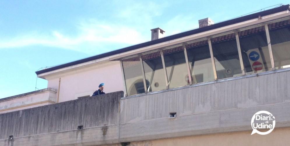 I due stranieri sono stati portati nel carcere di Udine