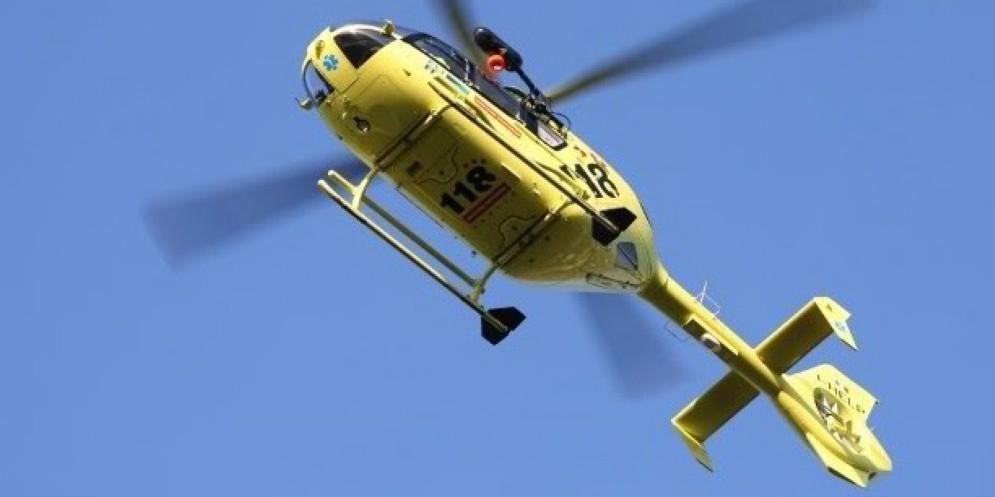 Il giovane è stato soccorso dall'elicottero del 118