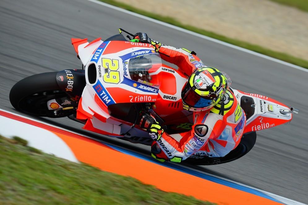 Andrea Iannone in azione a Brno