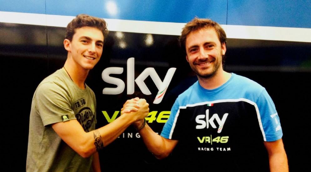 Pecco Bagnaia e il team manager Pablo Nieto