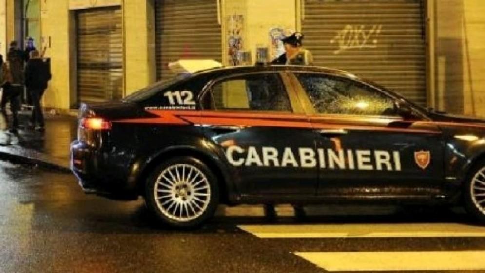 Nell'appartamento sono internvenuti i carabinieri