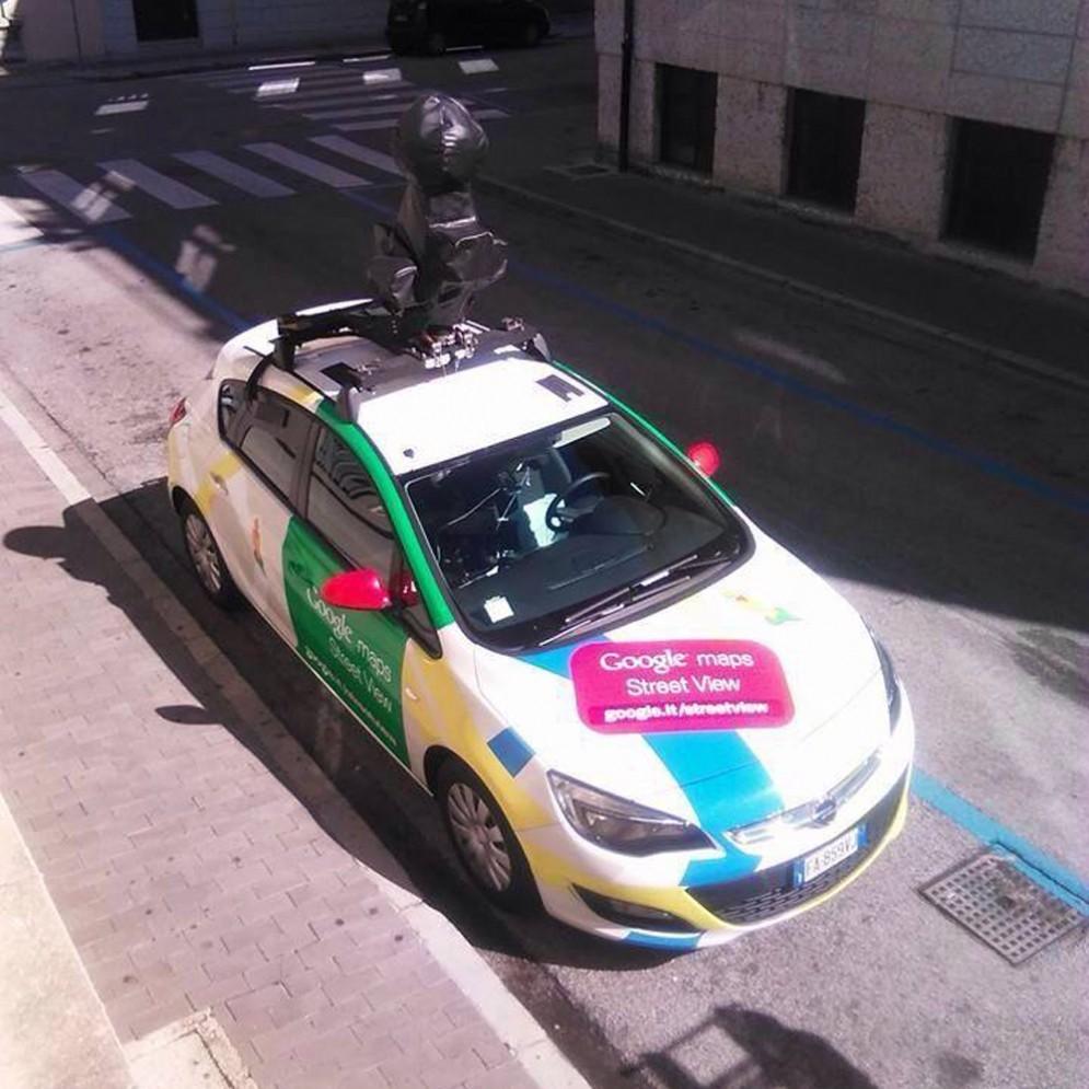 qui la Google Car fra le vie del centro di Udine