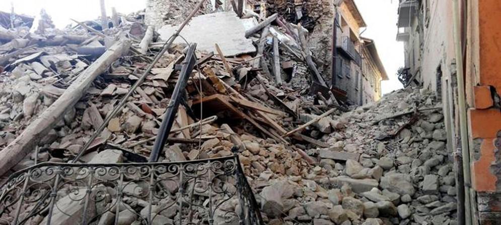 Una delle chiese distrutte dal sisma che ha colpito l'Italia centrale
