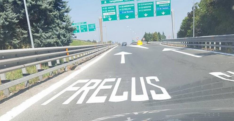 In tangenziale il Frejus è diventato «Frelus»