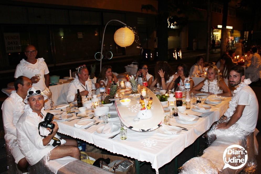 I partecipanti alla Cena in bianco