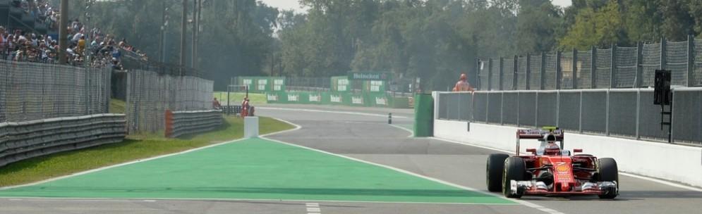 Kimi Raikkonen all'ingresso della corsia box di Monza