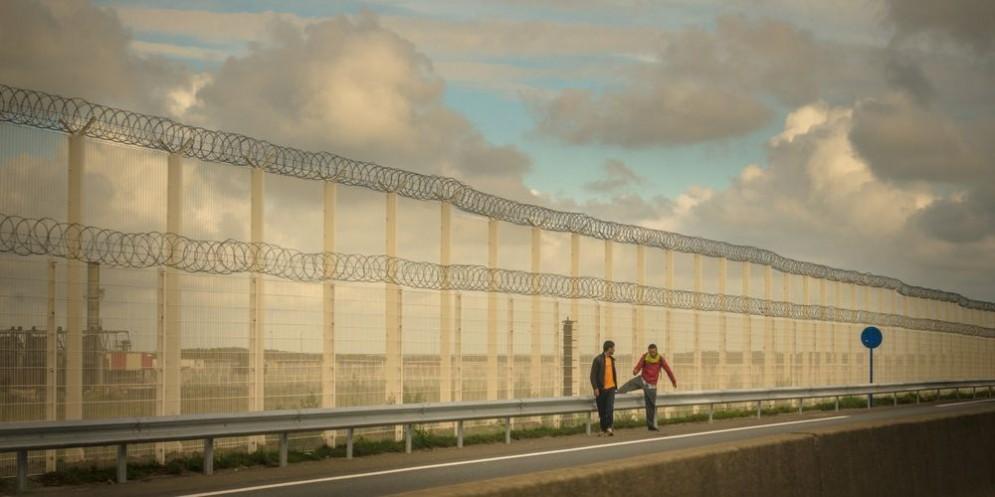 Sale la tensione nel campo profughi di Calais, ribattezzato «La Giungla».