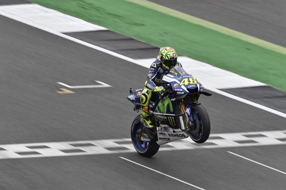 Valentino Rossi in azione a Silverstone