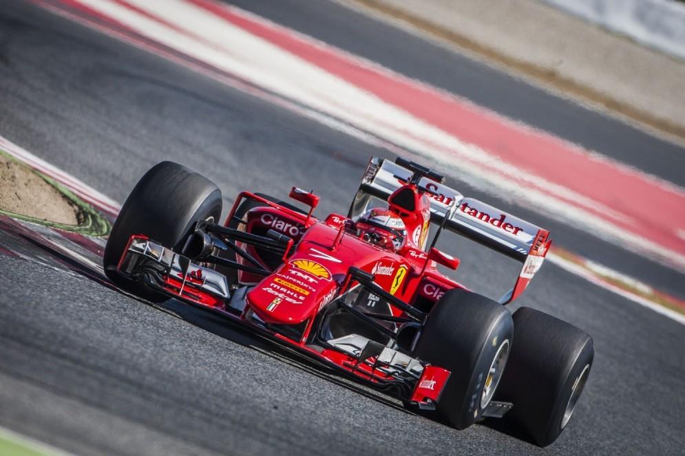 La Ferrari di Kimi Raikkonen in azione a Barcellona