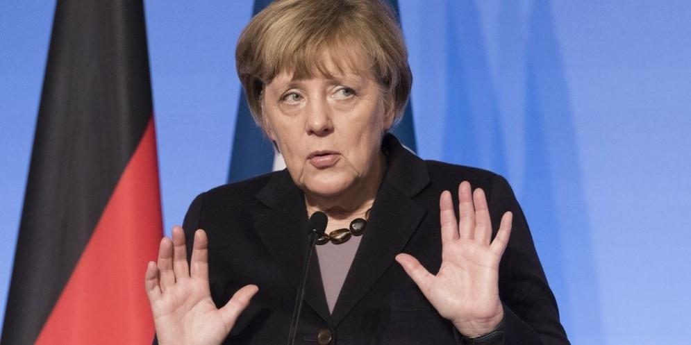 La cancelliera tedesca Angela Merkel criticata dalla Csu e abbandonata dalla sua Cdu.