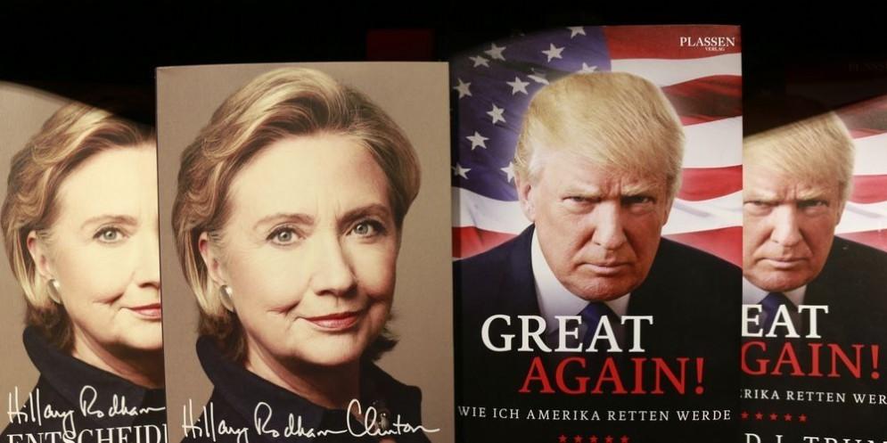 I volti dei candidati Hillary Clinton e Donald Trump stampati sulle copertine delle rispettive biografie.