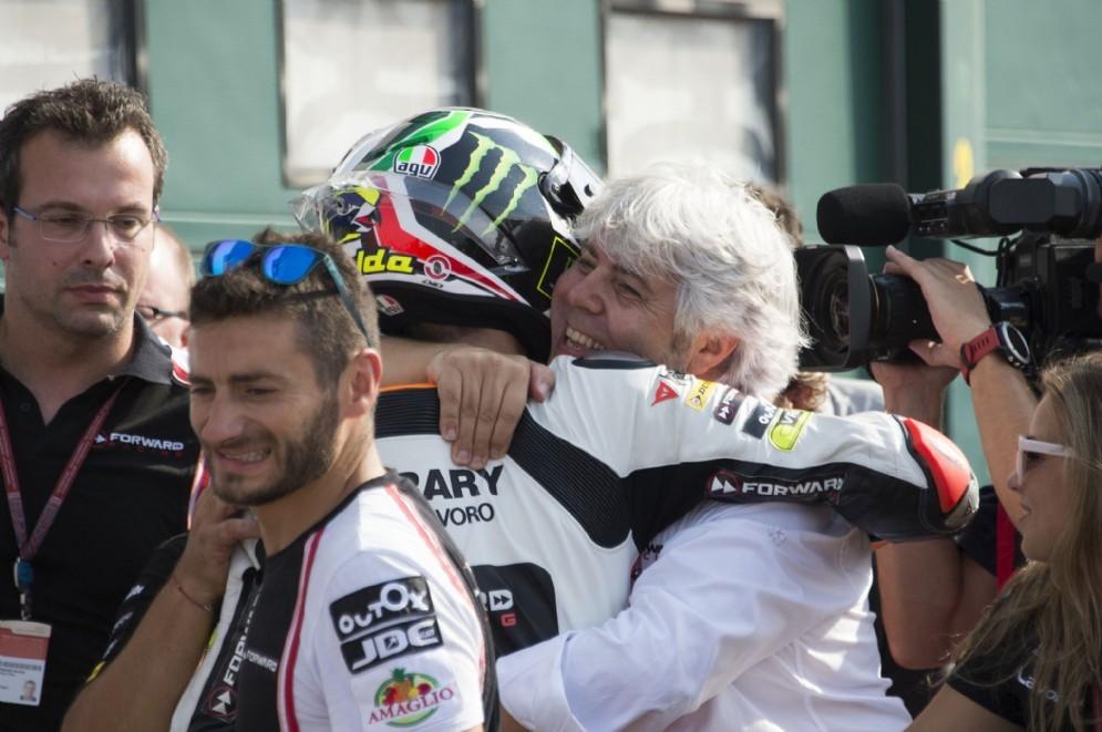 L'abbraccio con Giovanni Cuzari