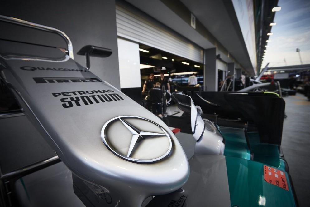 Il box Mercedes a Singapore