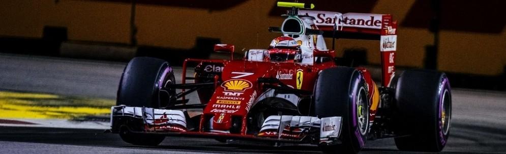 Kimi Raikkonen in azione nelle prove libere a Singapore