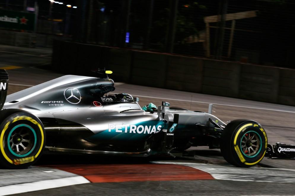 Nico Rosberg in azione nelle prove libere a Singapore