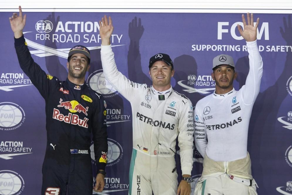 La prima fila del GP di Singapore: Rosberg, Ricciardo e Hamilton