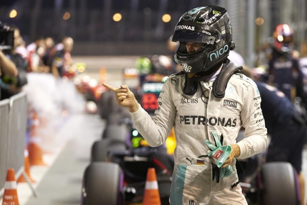 Nico Rosberg festeggia a Singapore