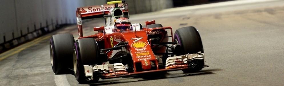 Kimi Raikkonen in gara a Singapore