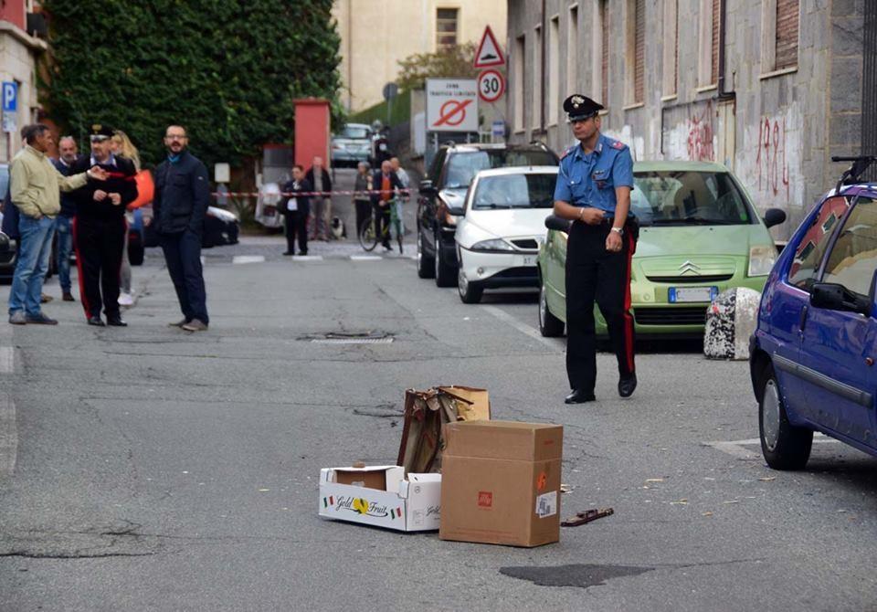 Forze dell'ordine questa mattina a presidio del presunto pacco bomba