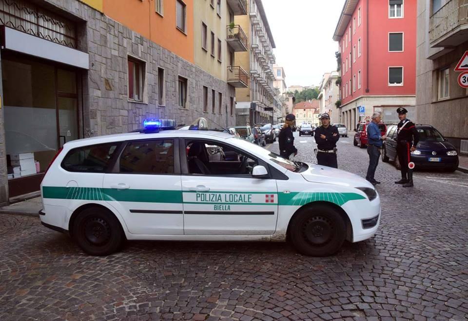 Anche la polizia municipale ha contribuito alle operazioni, questa mattina