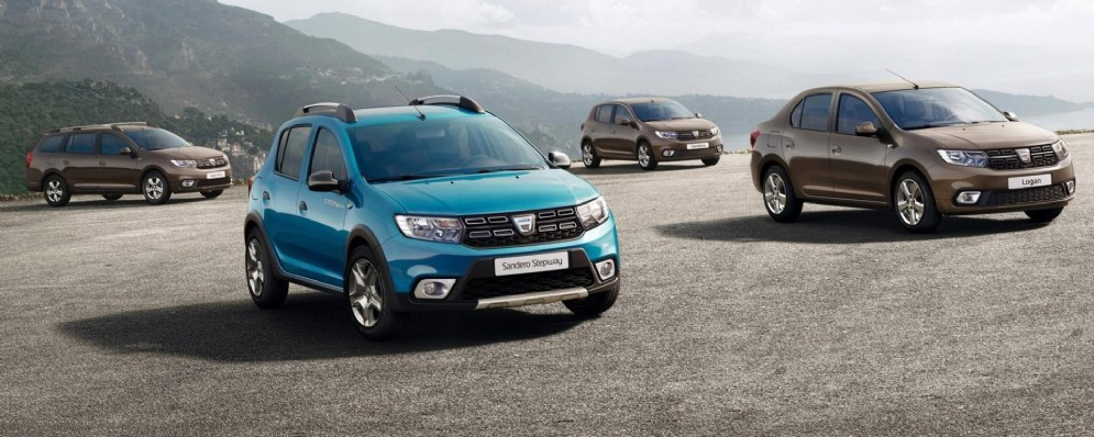Da sinistra: Dacia MCV, Sandero Stepway, Sandero e Logan