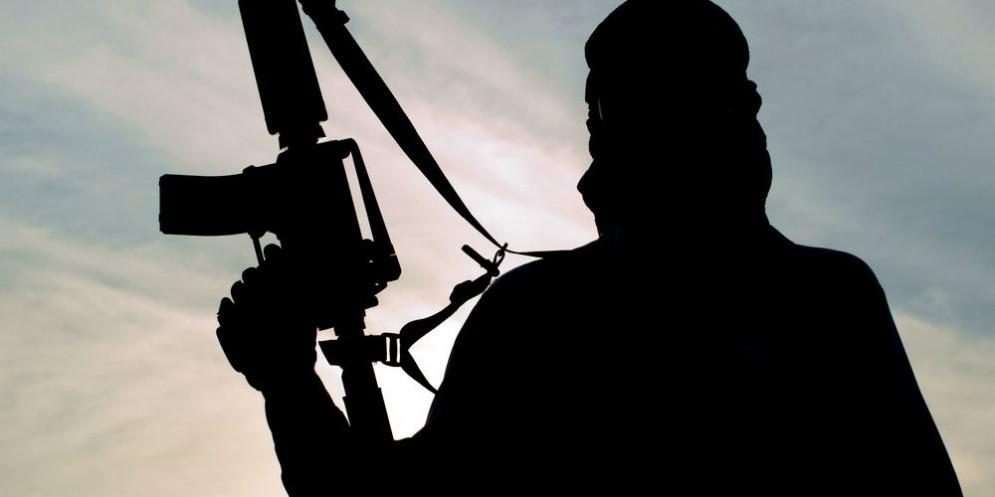 La sagoma di un combattente dell'Isis.