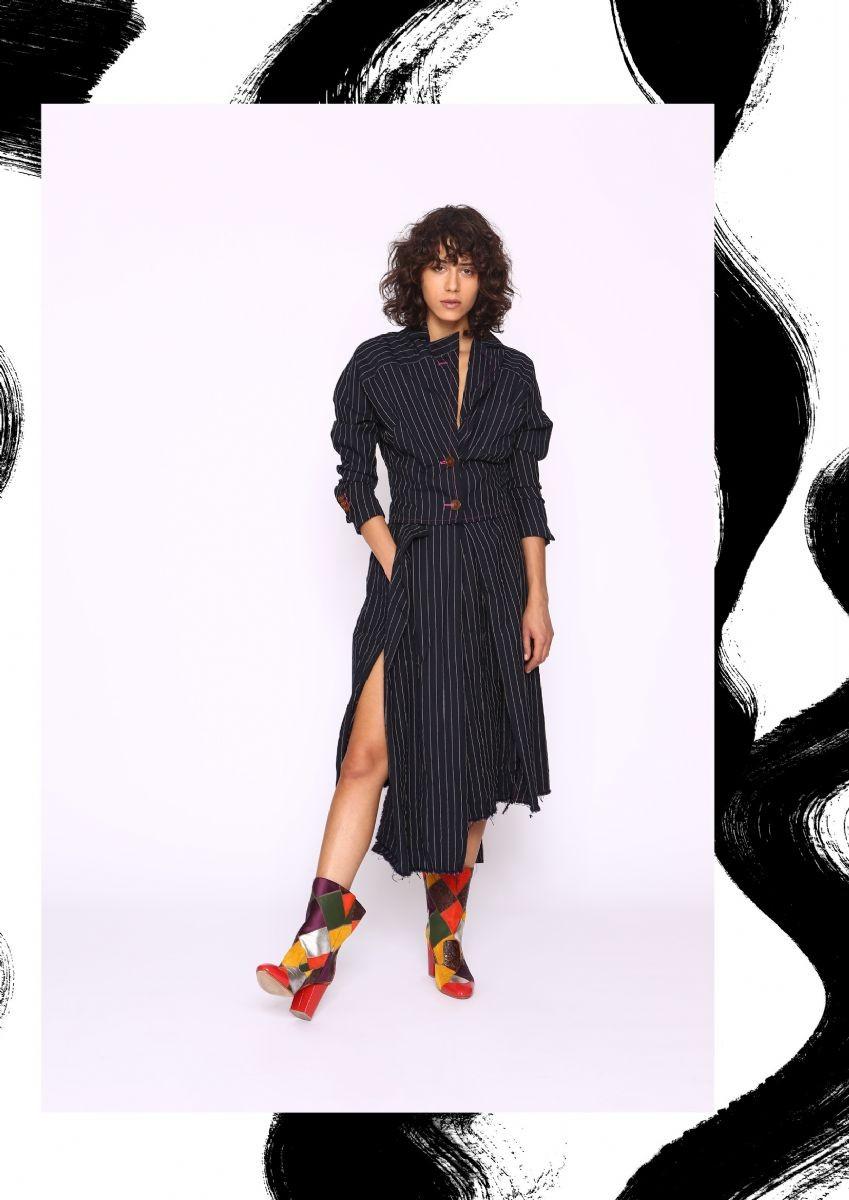 Un look della collezione P/E 2017 Vivienne Westwood