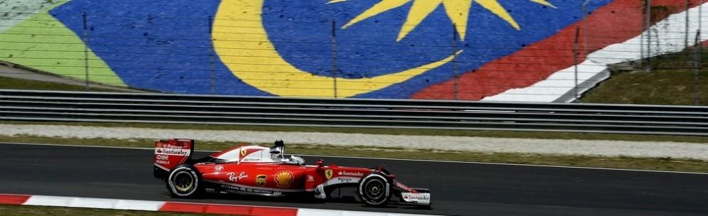 Sebastian Vettel in azione nelle prove libere a Sepang