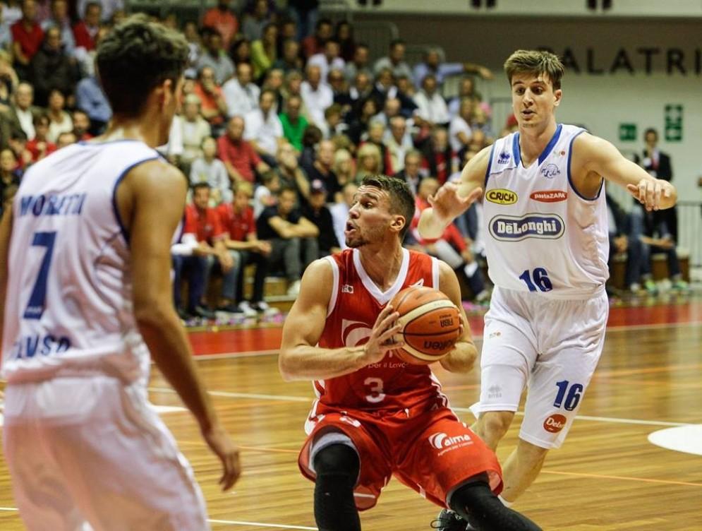 'azione di gioco della partita tra Trieste e Treviso