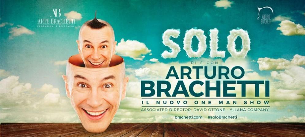Brachetti torna protagonista in solitaria sul palco, anche di Trieste, forte del successo dei precedenti spettacoli