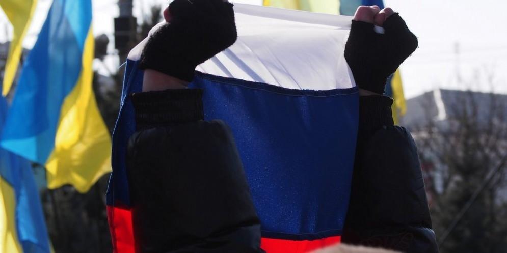 Bandiera russa sventolata in Crimea.