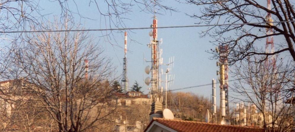 Come previsto dal protocollo d'intesa sottoscritto nel gennaio 2014 tra Regione, Comune di Trieste e soggetti privati che utilizzano gli impianti, sono state spostate le prime antenne per la radio e la televisione dal sito di Conconello