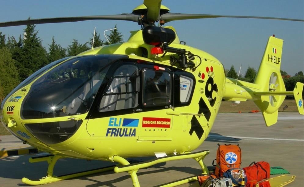 L'operaio ferito è stato portato in ospedale con l'elicottero