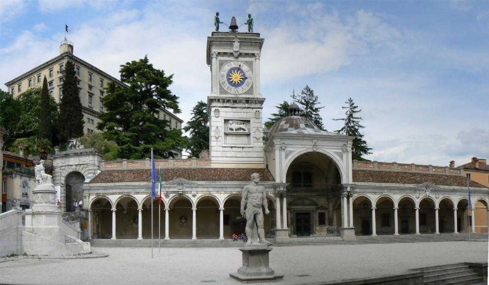 Un'immagine di piazza Libertà, a Udine