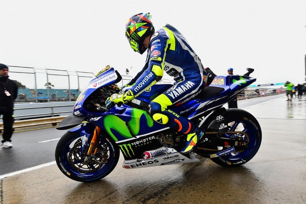 Valentino Rossi esce dai box a Phillip Island